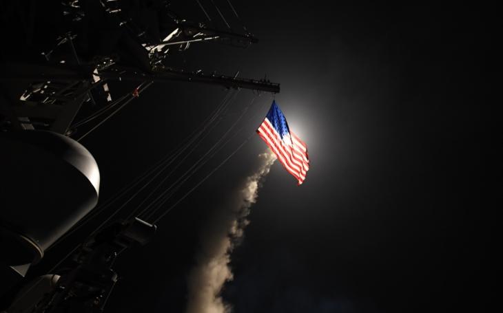 Video: USS Porter útočí střelami Tomahawk na Asadovo letiště