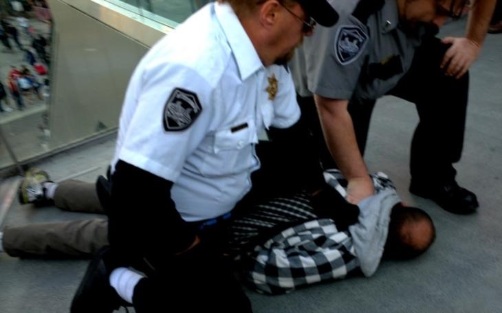 Útočník pobodal v Los Angeles nejméně tři lidi, po činu ho zatkla policie