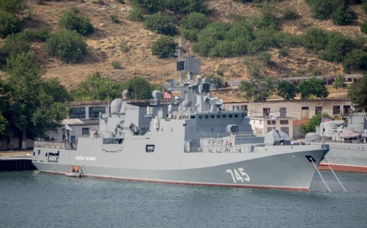 Rusko reaguje na americký vojenský úder: posílá k břehům Sýrie svou válečnou loď