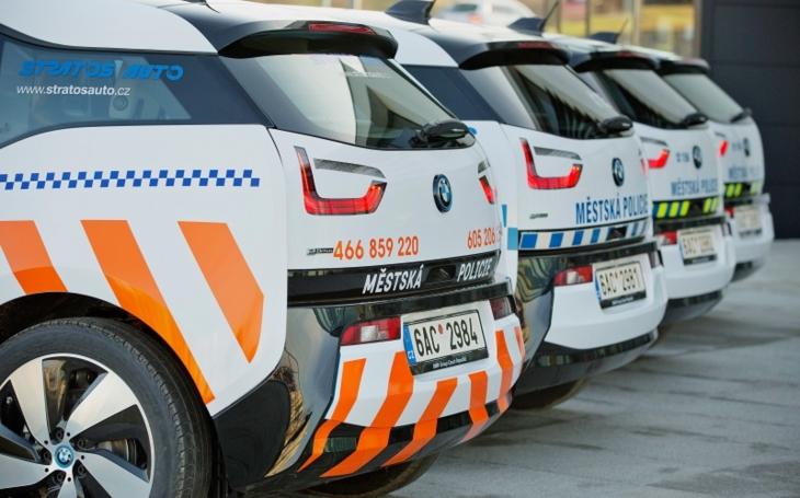 Policisté budou jezdit v elektromobilech BMW