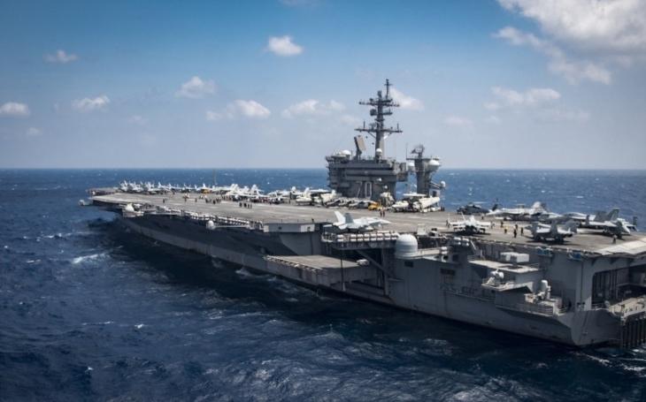 Trumpovy válečné lodě k břehům Severní Koreje nakonec nedopluly