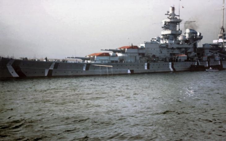 Chlouby Hitlerovy Kriegsmarine Bismarck, Scharnhorst, Graf Spee na barevných záběrech