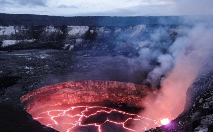 VIDEO: Když vulkán ,,čaruje&quote;. Úžasné záběry havajské sopky Kilauea