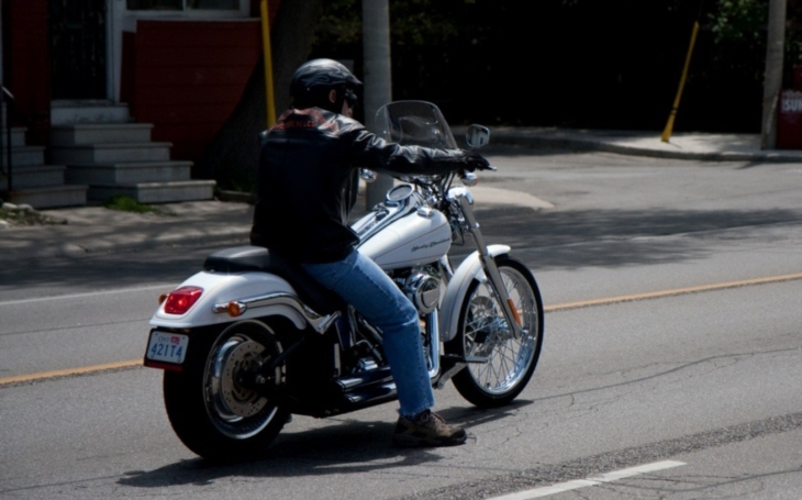 VIDEO: Osudný ,,šťouchanec&quote;. Motorkář nepřežil honičku s policisty