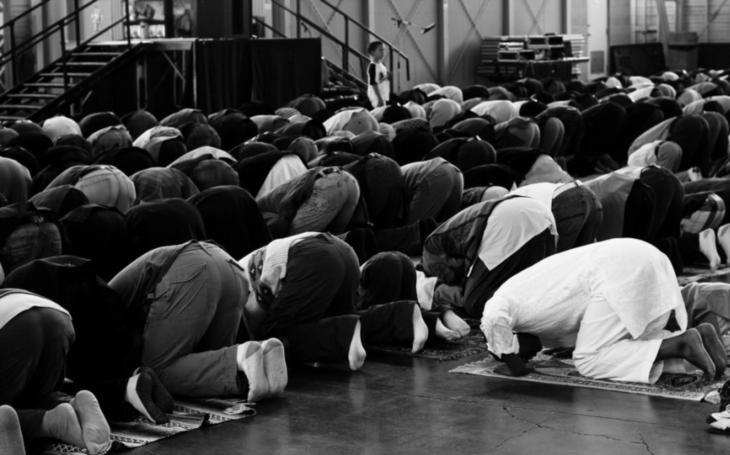 Několik pohledů na islamizaci Evropy aneb jak dědeček vyprávěl Alence pohádku
