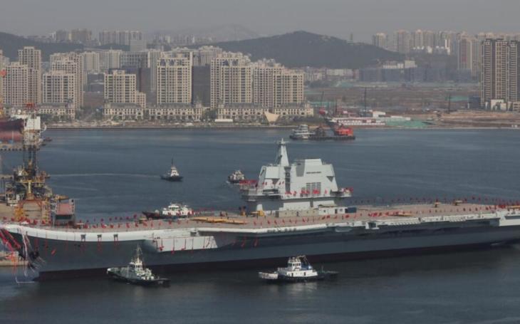 VIDEO: Čína spustila na vodu svou druhou letadlovou loď