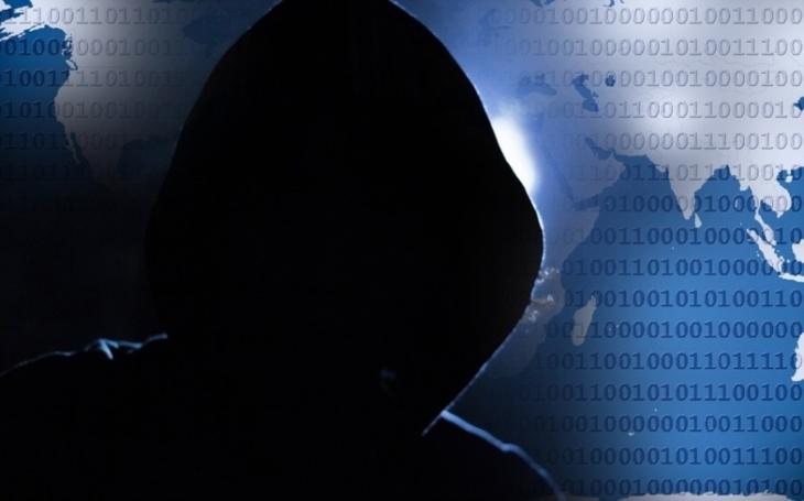 Obětí hackerského útoku není jenom Macron