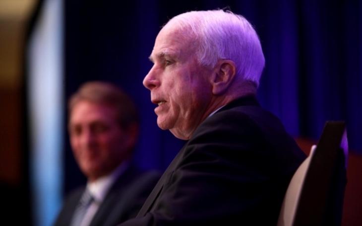 Preventivní útok na KLDR je úplně poslední možností, řekl vlivný senátor McCain