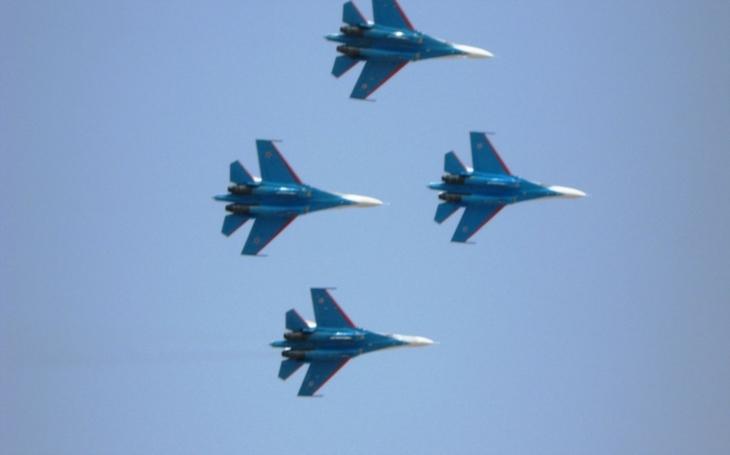 (VIDEO 360 °) Nácvik ruského leteckého týmu na Deň  víťazstva, ocitnete sa priamo v oblakoch