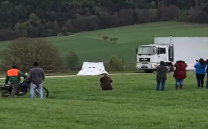 VIDEO:Udělali němečtí inženýři chybu? Antiteroristická bariéra proti kamionům zafungovala až příliš