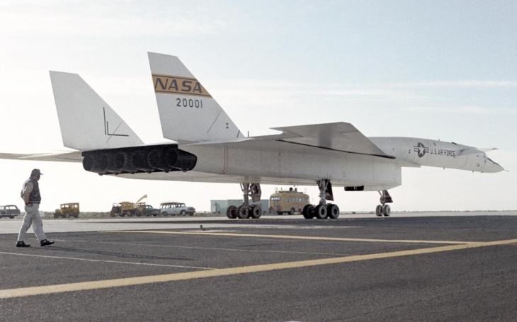 Video: Největší a nejrychlejší americký bombardér XB-70 Valkyrie