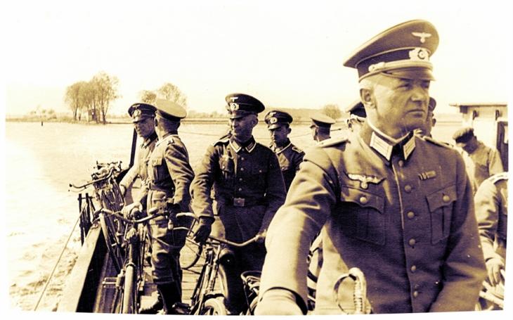 Záhada bitvy u Slivice - ,,zombie vojáci&quote; a Stalinův utajený výzkum kapaliny T