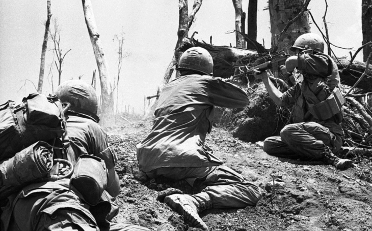"""Bitva o Hamburger Hill - Poslední rozkaz velitelství rozemlel Američany více než napalm a ,,friendly fire""""e;"""