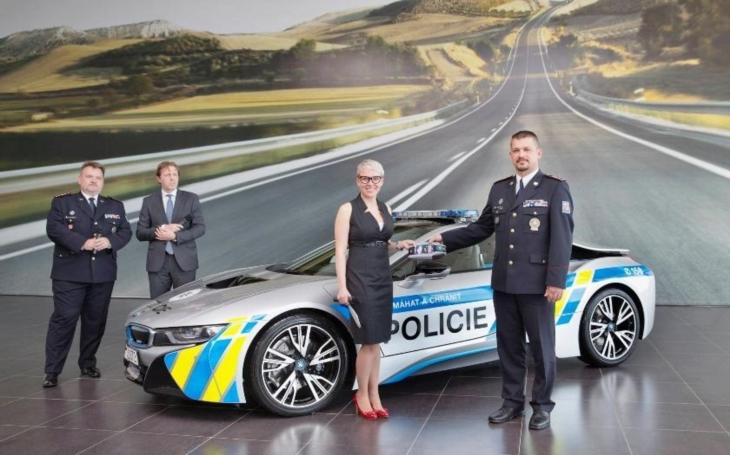 Česká policie převzala luxusní BMW. Bude hlídat jihomoravské dálnice