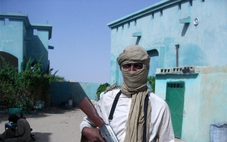 Al-Káida v Jemenu rozjela kvízovou hru, hlavní cena je kalašnikov