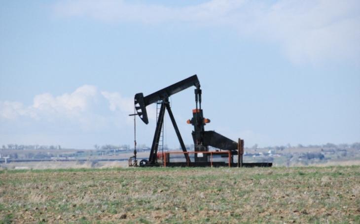 Saúdská Arábie a Rusko chtějí omezit těžbu ropy až do března 2018