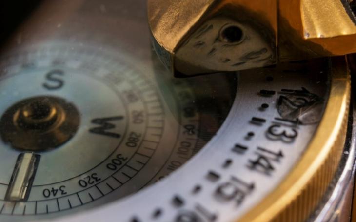 Z muže se stal ,,lidský kompas&quote;. Rus si nechal do těla zabudovat zařízení, které ukáže, kde je sever