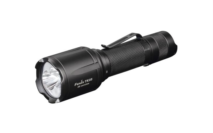 Nová taktická svítilna Fenix TK25IR umožní vidět a nebýt spatřen