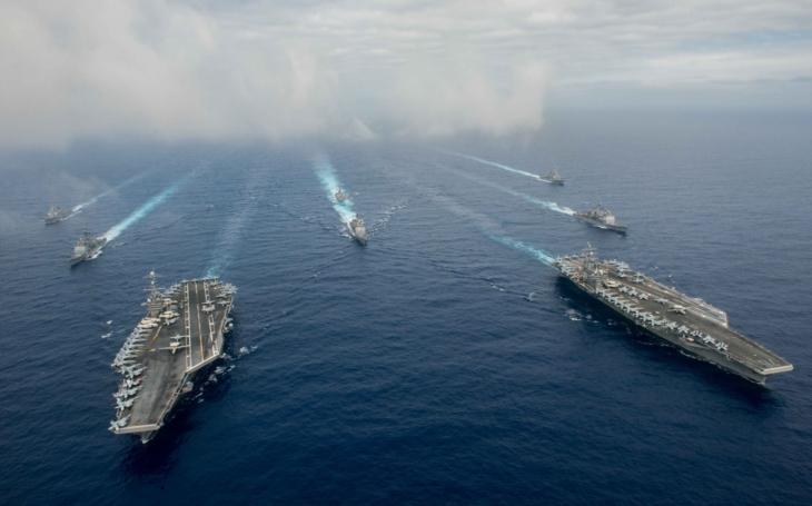 USA vysílají do blízkosti Severní Koreje druhou letadlovou loď