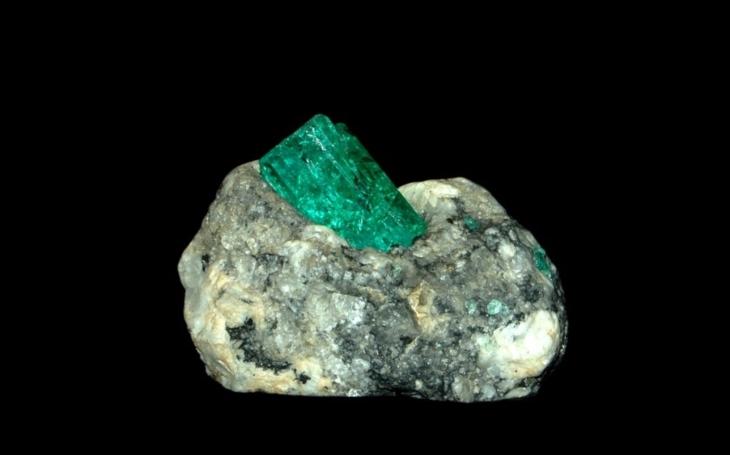 Brazilští horníci našli zlatý důl: Skoro půltunový smaragd za 10 miliard