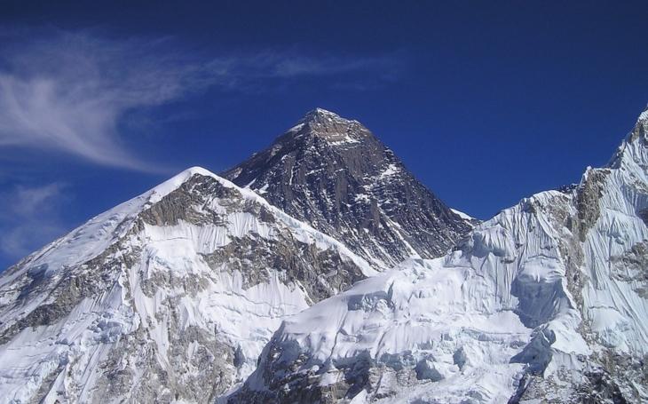 Ruský dron vzlietol až nad Mount Everest, stanovil nový svetový rekord