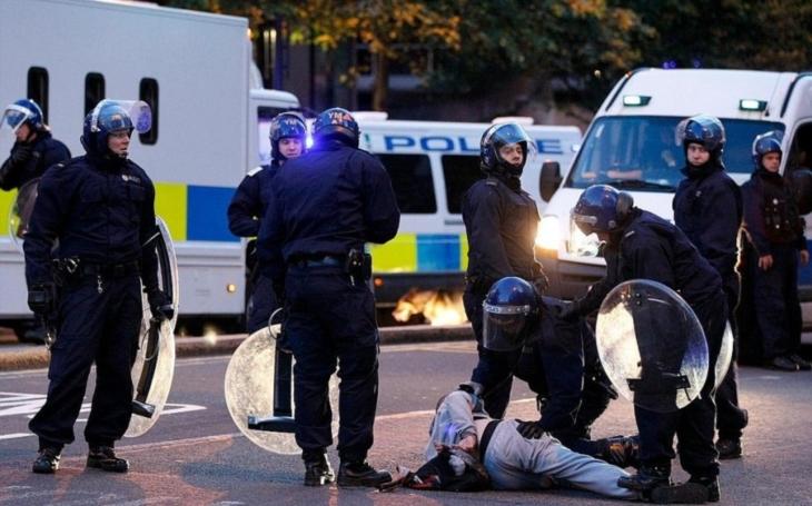 Chaos, panika a zranění, svědci popisují útok v Londýně
