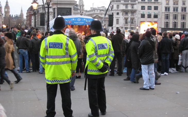 Policajt v Londýne čelil trom teroristom len s obuškom, jeho stav sa zlepšuje
