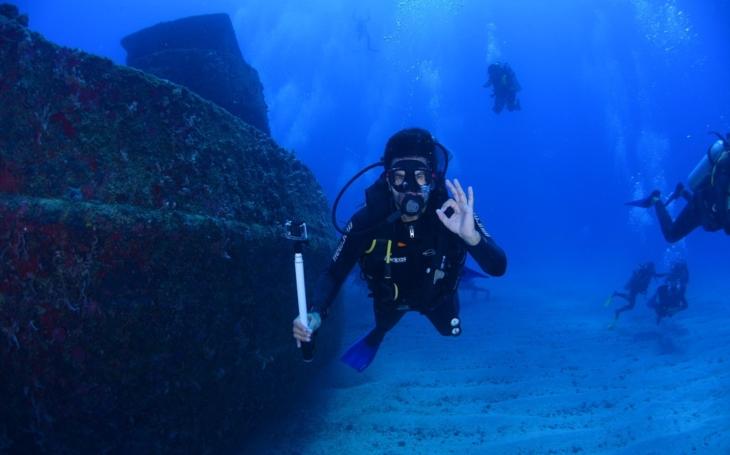 Do atomové propasti: přehlídka jaderných vraků druhé světové války v atole Bikini