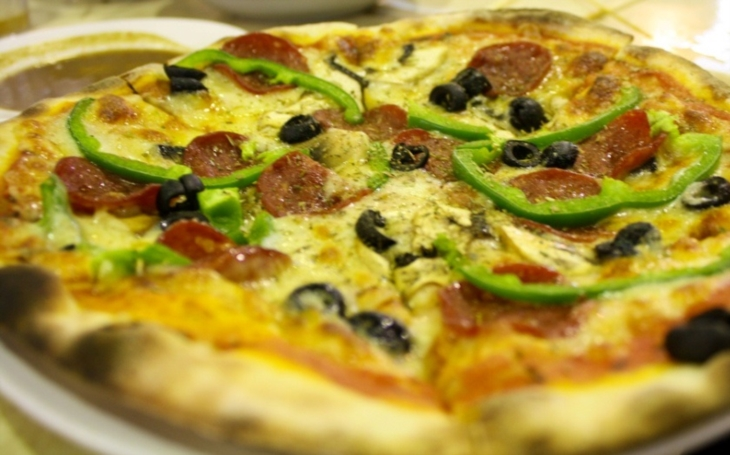 Muslim měl v halal pizze vepřové. Žádá astronomické odškodné za zdravotní újmu