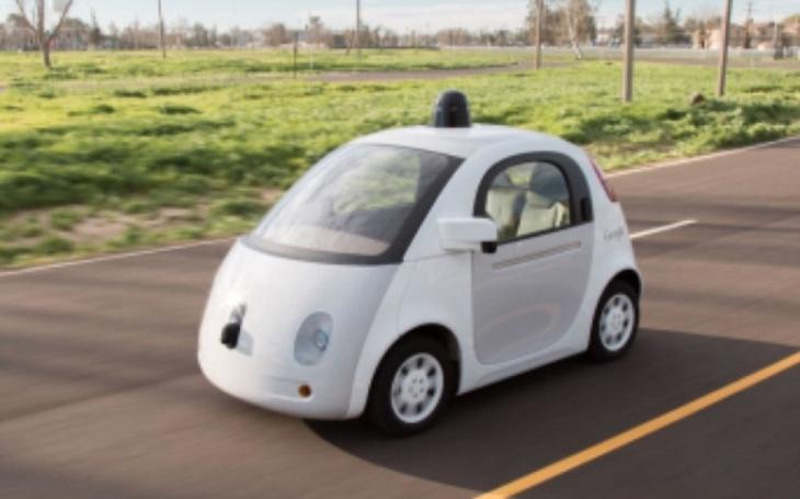 VIDEO: Auto, nebo obývák? Samořiditelný vůz klame tvarem