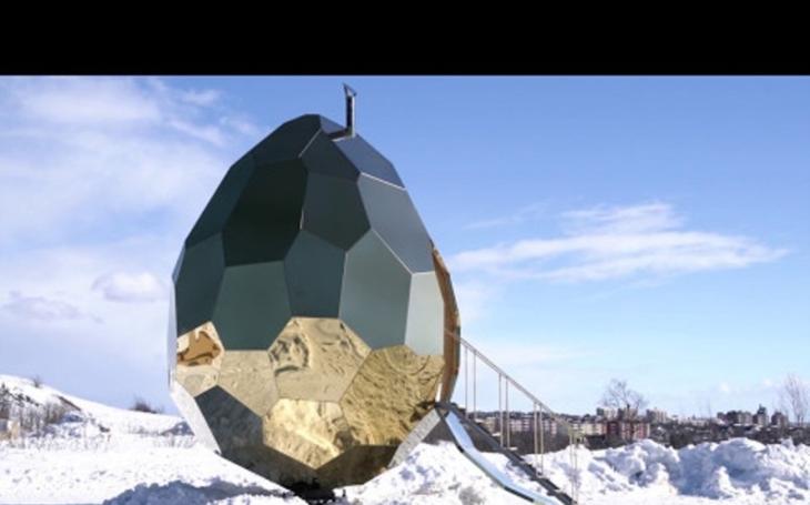 VIDEO: V obřím zlatém vejci se skrývá pohodlná sauna