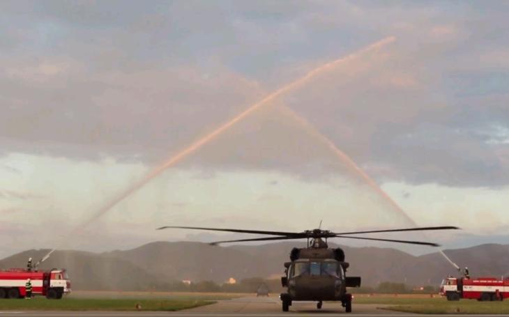 Slovenská armáda modernizuje, prvé dva vrtuľníky Black Hawk dorazili na Slovensko