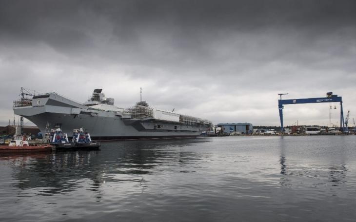 VIDEO: Největší a nejdražší. Z doků vyplula pýcha britského námořnictva HMS Queen Elizabeth