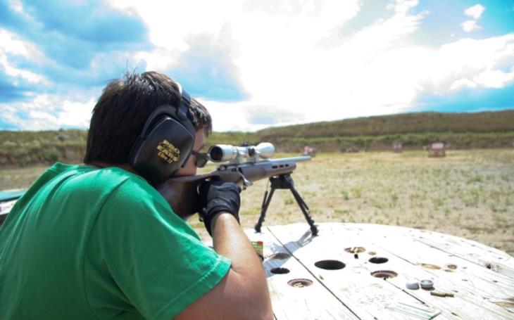 Proč by proboha měl doma někdo mít útočnou pušku?
