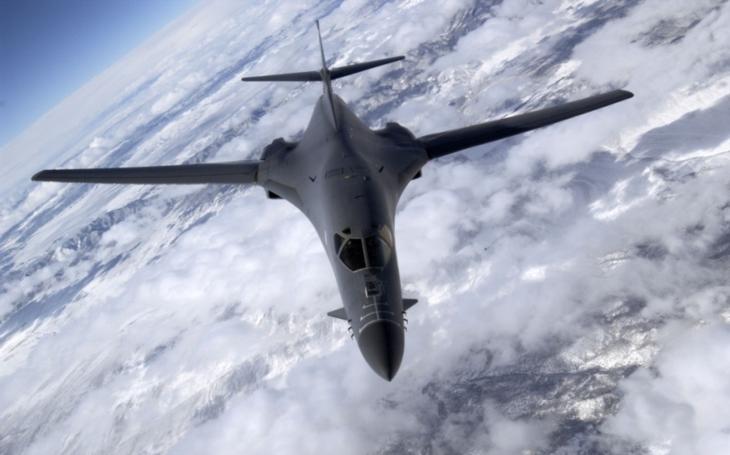 Dva americké bombardéry přeletěly nad sporným jihočínským mořem. Čína zuří