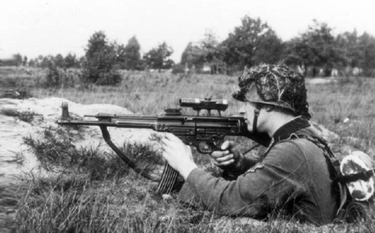 Samopal, puška i lehký kulomet. Legendární útočná puška Sturmgewehr 44 (STG 44)