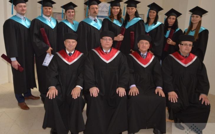 Slavnostní promoce absolventů EUROPEAN INSTITUTE v Galerii MIRO