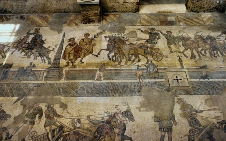 VIDEO: U kyperské Nikósie se našla 2 000 let stará římská mozaika. ,,Skrývala&quote; se pod vlakovými kolejemi