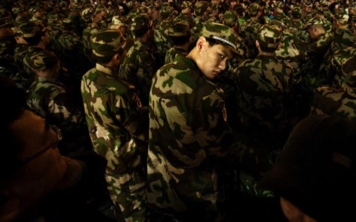 Čína poslala vojáky na svou první zámořskou vojenskou základnu do afrického Džibutska. Indie je znepokojena