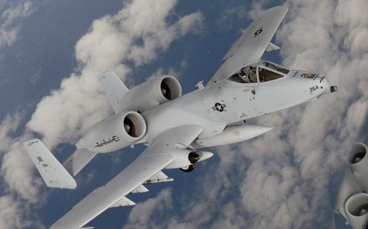 Proč zůstává A-10 Warthog ,,králem&quote; přímé palebné podpory