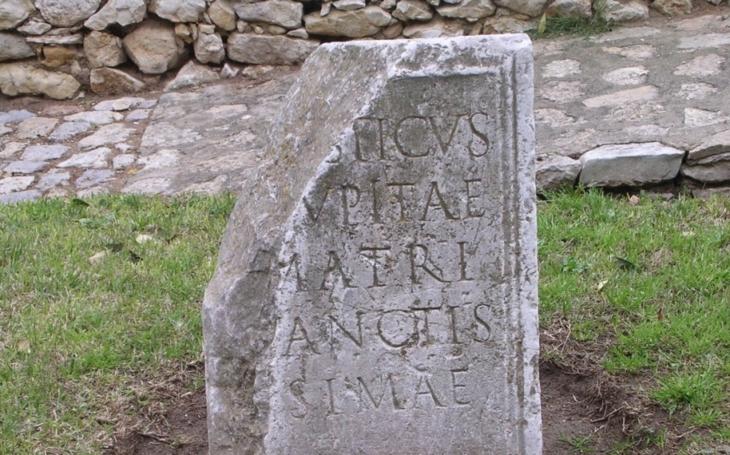 Archeologové našli u Hadriánova valu dopisy na tabulkách ze starověkého Říma