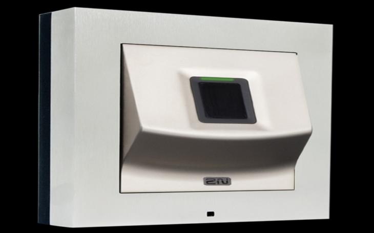 Novou přístupovou jednotku 2N® Access Unit Fingerprint Reader nelze obelstít. Akceptuje jen skutečný otisk prstu