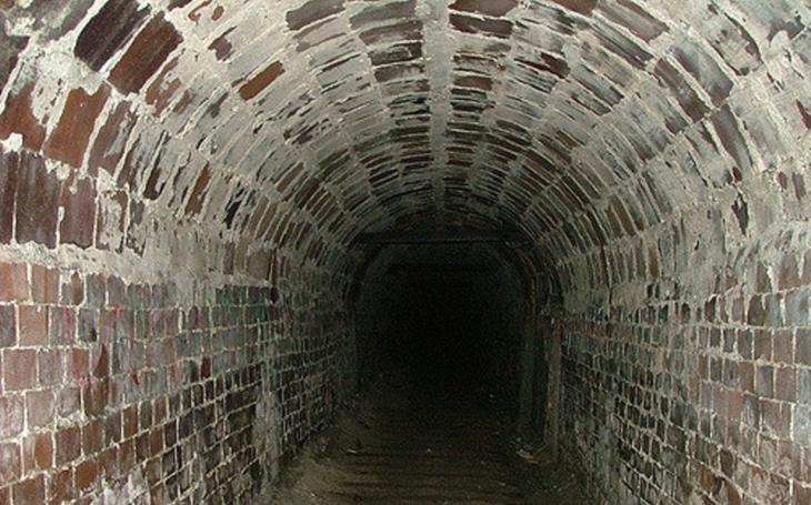 Tabákový magnát z viktoriánské éry se obával konce světa. Pod Liverpoolem stavěl 30 let tajné tunely