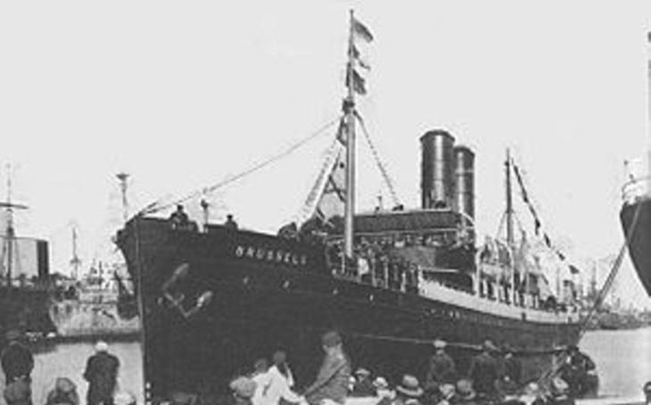 Snažil se najet lodí na německou ponorku, zaplatil za to životem. Neuvěřitelný příběh odvážného britského kapitána
