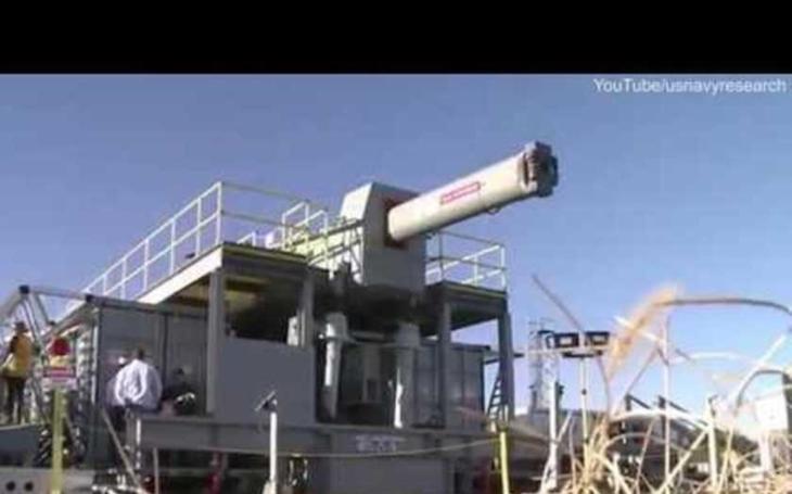 VIDEO: Takhle střílí supervýkonný Railgun amerického námořnictva. Náboje létají rychlostí přes 7000 kilometrů v hodině