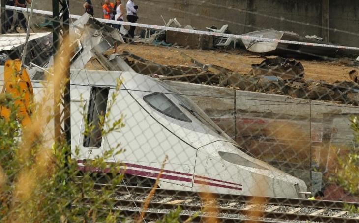 Nejméně 48 zraněných po nehodě španělského vlaku ve stanici