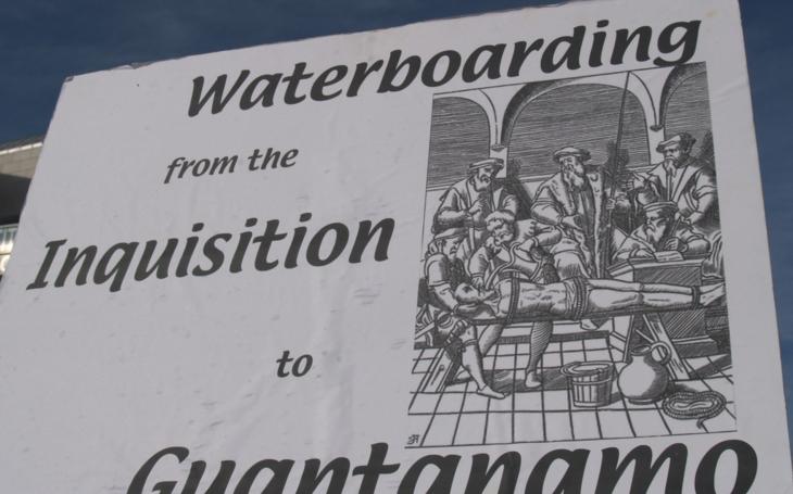 V USA připravují soud s psychology odpovědnými za waterboarding