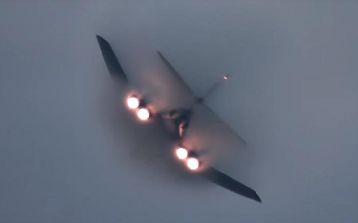 Video bombardéru B-1 na leteckém dni Oshkosh 2017