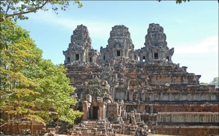 Ve slavném chrámovém komplexu Angkor Vat našli archeologové sochu gigantického strážce