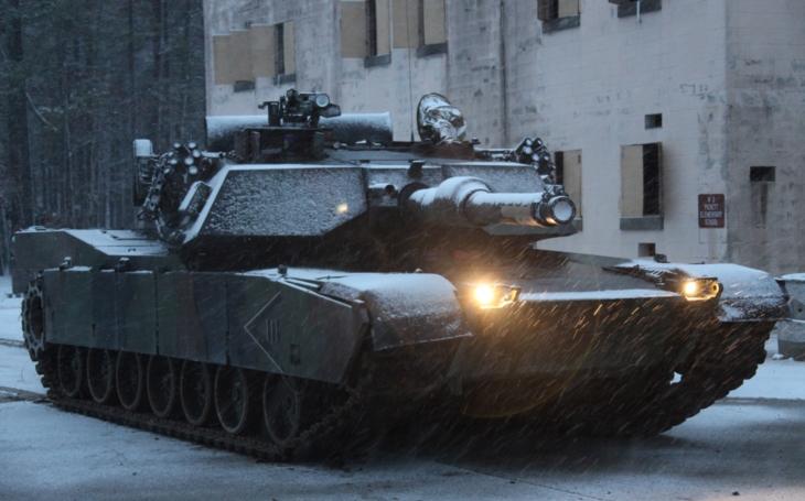 USA potřebuje nový tank, možná vyzbrojený railgunem a lasery